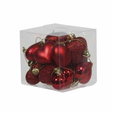 15x kleine kunststof rode valentijnhangers/valentijnornamenten hartjes 4 cm kado