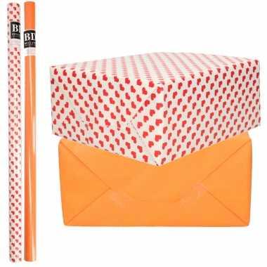 4x rollen kraft inpakpapier liefde/rode hartjes pakket oranje 200 x 70 cm kado