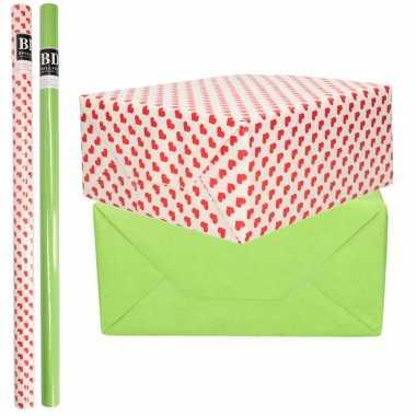 6x rollen kraft inpakpapier liefde/rode hartjes pakket groen 200 x 70 cm kado
