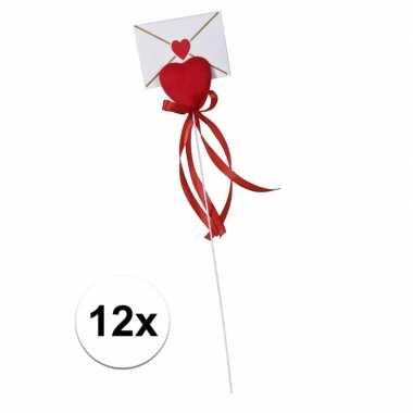 Valentijn 12x hartje op stok met enveloppe kaartje voor valentijn kad