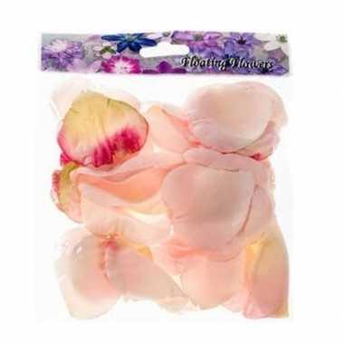 Valentijn 72x roze strooi rozenblaadjes decoratie kado