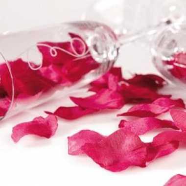 Valentijn bordeaux rode rozenblaadjes kado