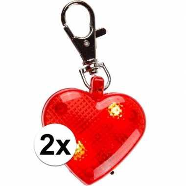 Valentijn hartjes sleutelhangers met licht 4 cm 2 stuks kado