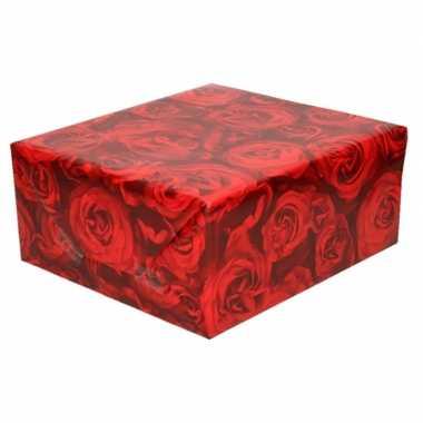Valentijn inpakpapier met rode rozen 200 x 70 cm op rol kado