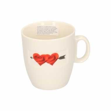 Valentijn koffiekop met 2 bloemhartjes kado