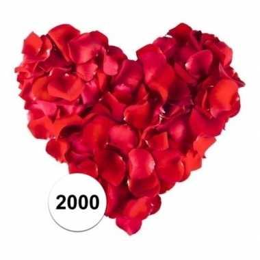 Valentijn rode rozenblaadjes 2000 stuks kado