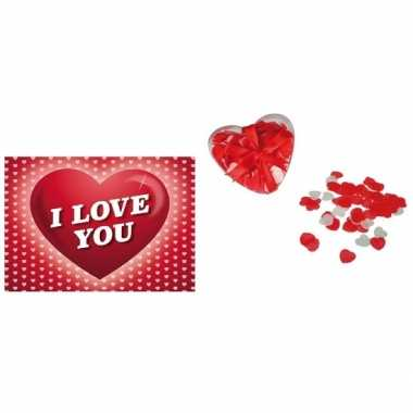 Valentijn valentijnsdag kado hartjes bad confetti met valentijnskaart