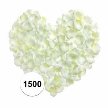 Valentijn witte rozenblaadjes 1500 stuks kado