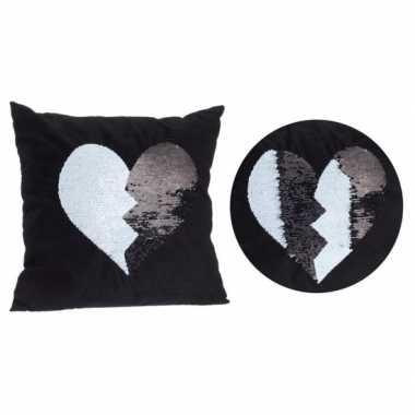 Valentijn zwart kussen met zwart/witte omkeerbare pailletten 40 x 40