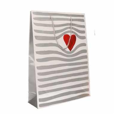Wit kadotasje met hartje voor valentijn 34 x 25 cm