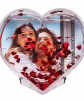Valentijn hartvormige 3d fotolijst met hartjes confetti 9x9 cm kado